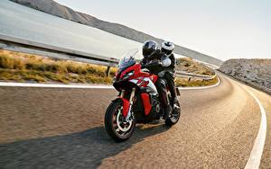 Картинки BMW - Мотоциклы Дороги Мотоциклист Движение Шлем 2020 S 1000 XR Мотоциклы