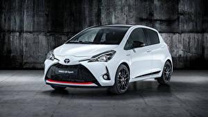 Обои Toyota Белых Металлик 2018 Yaris GR Sport Автомобили