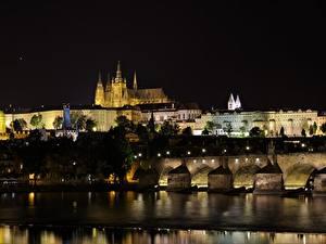 Обои Прага Чехия Замки Мосты Реки Ночь Vltava Города