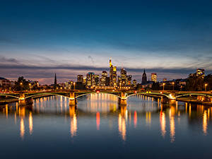 Фотография Германия Франкфурт-на-Майне Дома Реки Мост Вечер Уличные фонари город