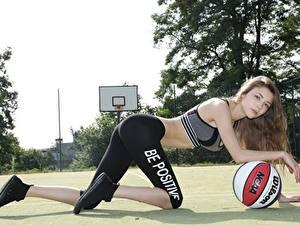 Фото Фитнес Баскетбол Униформа Шатенка Взгляд Мяч Девушки