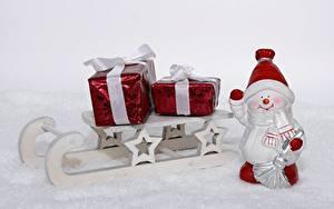 Фотографии Рождество Снеговики Шапки Звездочки Подарки Санки