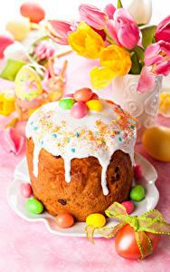 Картинка Праздники Пасха Кулич Сладкая еда Тюльпан Сахарная глазурь Яйцами
