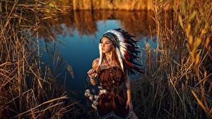 Обои Индейский головной убор Талисман Индейцы Красивые Sergey Sorokin Девушки