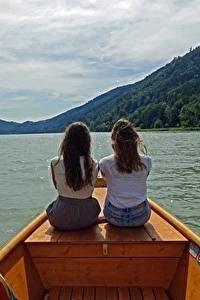 Фотографии Реки Лодки 2 Шатенка Сидит Сзади Danube Девушки