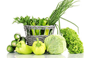 Фото Овощи Перец Капуста Огурцы Белый фон Корзина Зеленый Пища