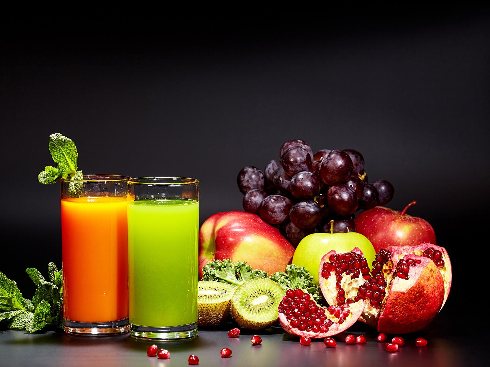 Картинка две Сок Киви зерно Стакан Яблоки Гранат Виноград Еда 1600x1200 2 два Двое вдвоем Зерна стакана стакане Пища Продукты питания