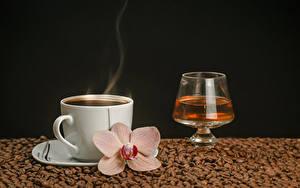 Картинка Кофе Алкогольные напитки Орхидеи Черный фон Чашке Пар Зерно Бокал Продукты питания