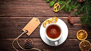 Обои Чай Новый год Доски На ветке Чашке Шишки