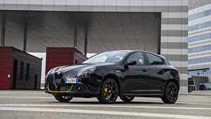 Картинка Alfa Romeo Черная Металлик 2019 Giulietta Sport Veloce Giallo Corsa Pack автомобиль