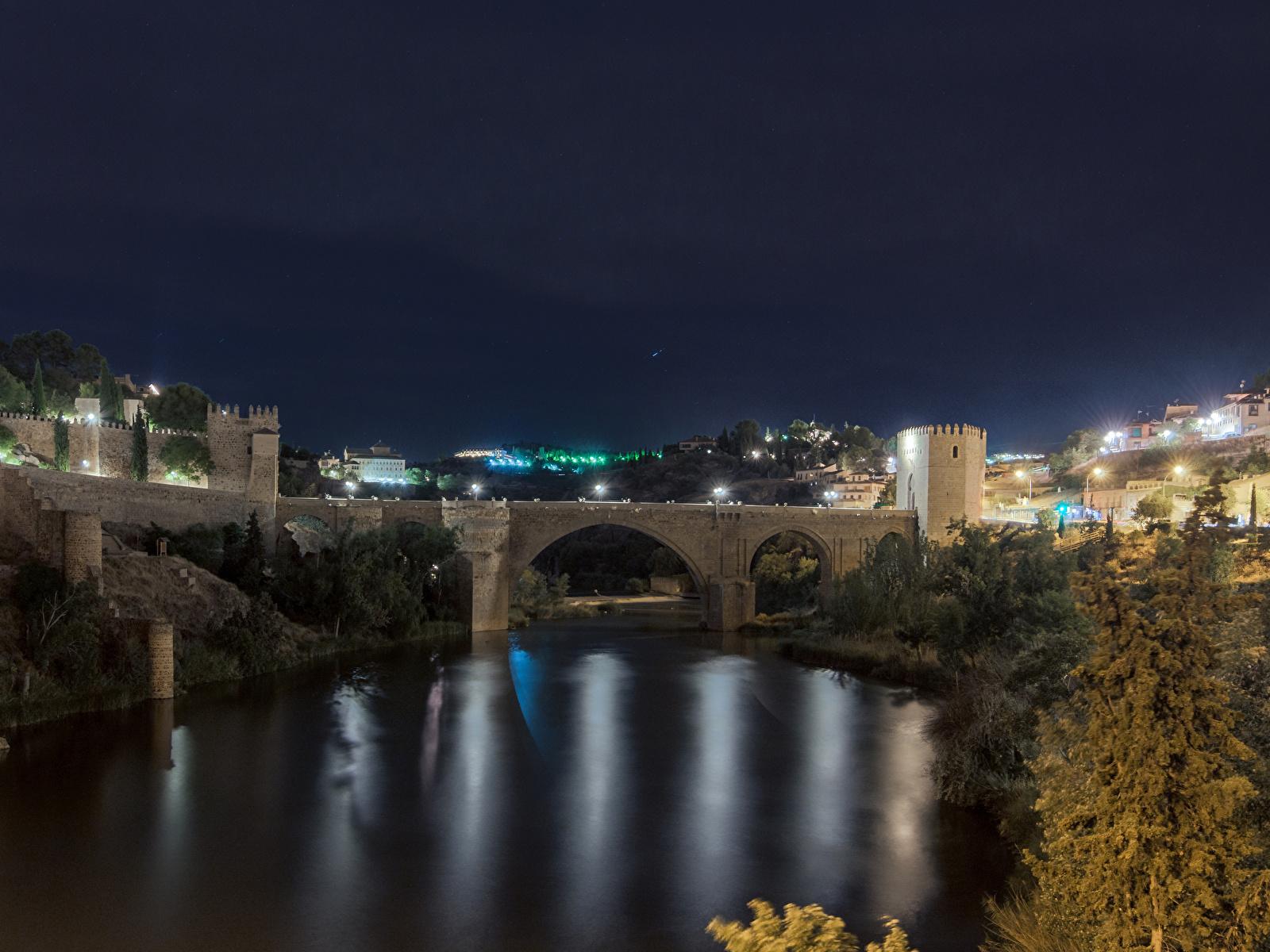 Картинка Толедо Испания Мосты Ночь речка Города Здания 1600x1200 Реки Ночные Дома