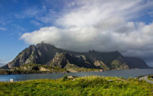 Обои Норвегия Лофотенские острова Горы Реки Облака Трава Природа