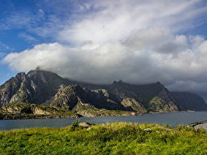 Обои Норвегия Лофотенские острова Горы Реки Облако Трава Природа