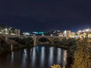 Картинка Толедо Испания Здания Речка Мосты Ночные Города
