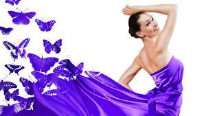 Обои Бабочки Белый фон Брюнеток Улыбается Платье Фиолетовые
