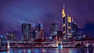 Фотографии Франкфурт-на-Майне Германия Небоскребы Мосты Ночь Мегаполис