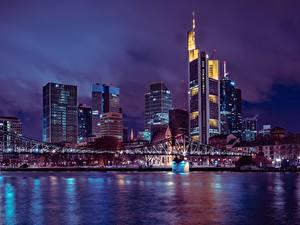 Фотографии Франкфурт-на-Майне Германия Небоскребы Мосты Ночь Мегаполис Города