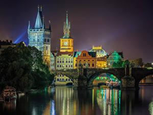 Обои для рабочего стола Прага Чехия Реки Мосты Ночью Города