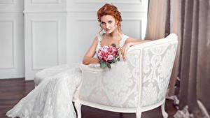Фото Букет Кресло Рыжая Невесты Взгляд Платье Девушки