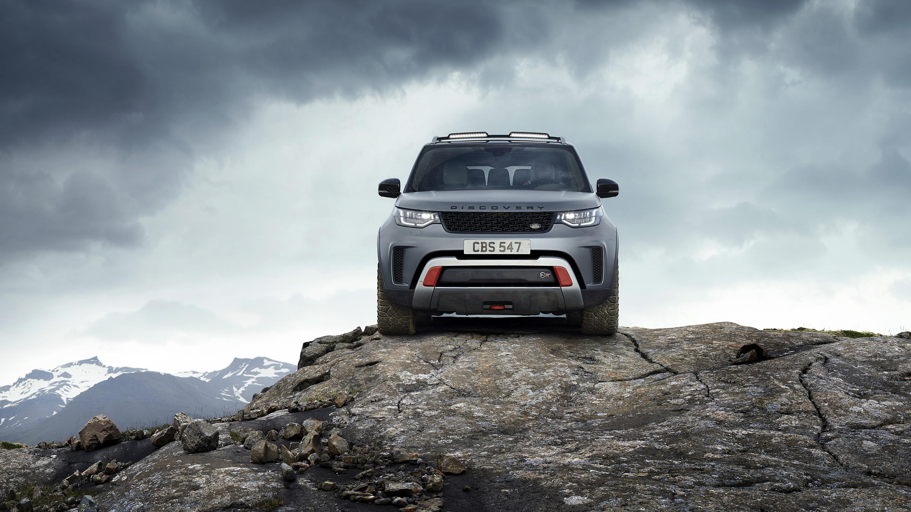 Фотографии Range Rover Внедорожник Discovery 4x4 2017 V8 SVX 525 скалы серая Камни Спереди Металлик Автомобили 3840x2160 Land Rover SUV Утес скале Скала Серый серые авто Камень машины машина автомобиль
