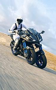 Картинки Ямаха Мотоциклист Движение 2018 Niken
