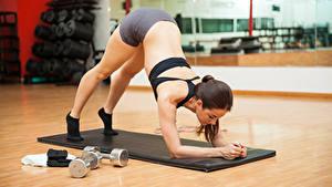 Обои Фитнес Шатенки Физическое упражнение Спины девушка Спорт