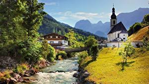 Обои Германия Церковь Мосты Речка Камень Горы Бавария Деревня Трава Ramsau bei Berchtesgaden Природа