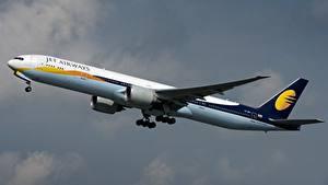 Фотография Самолеты Пассажирские Самолеты Боинг Сбоку 777-300ER, Jet Airways Авиация