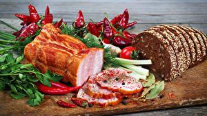 Фотография Ветчина Хлеб Овощи Перец Разделочная доска Еда