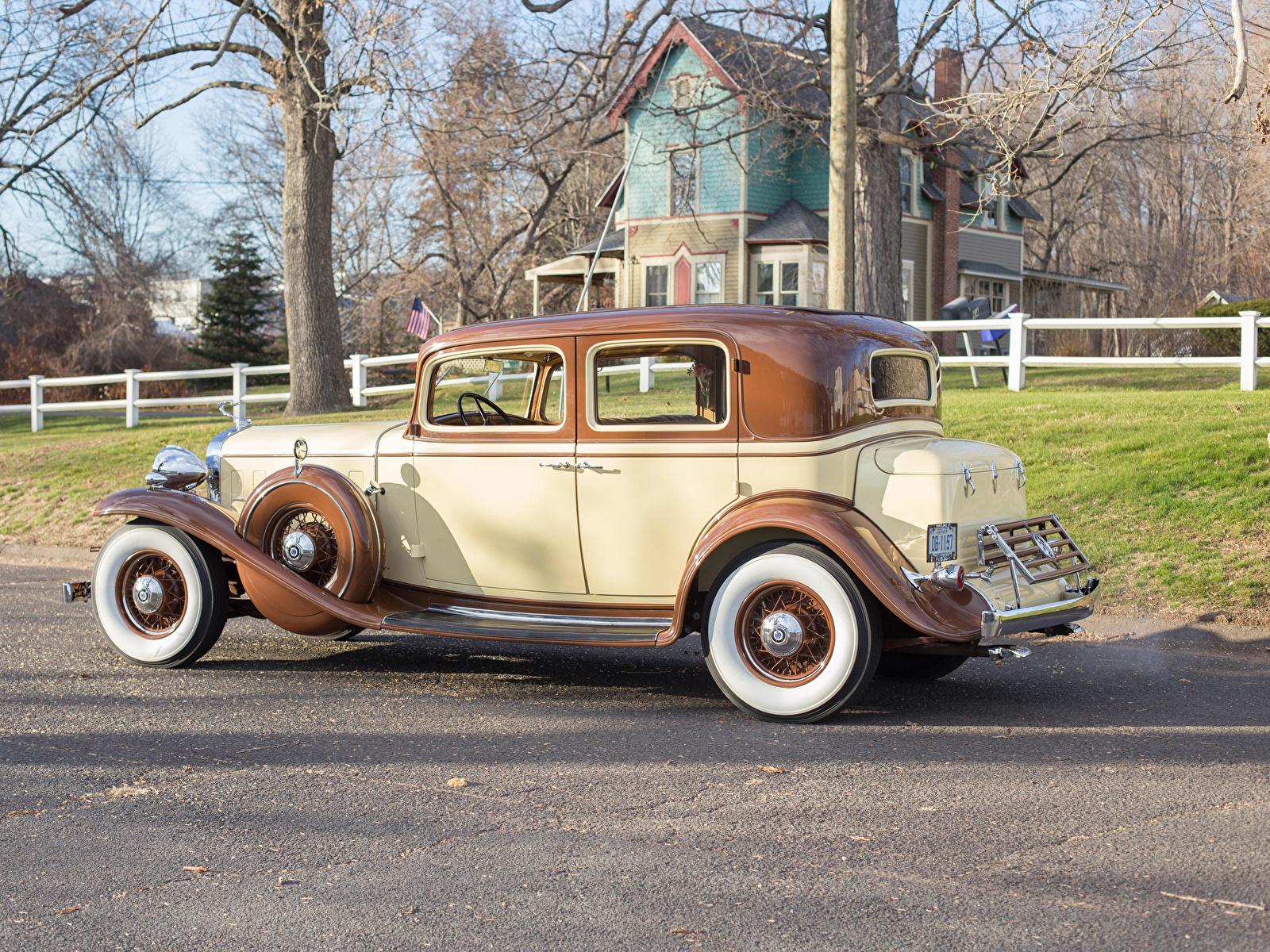 Картинка Cadillac 1932 V12 370-B Town Sedan by Fisher Сбоку Автомобили 1600x1200 Кадиллак авто машины машина автомобиль