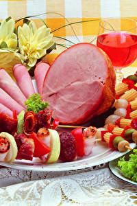 Фото Мясные продукты Ветчина Вино Шашлык Овощи Тарелка Дизайн Пища