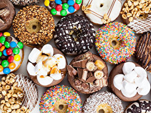 Фото Выпечка Пончики Сладкая еда Орехи Шоколад Зефирки