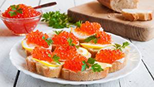 Картинки Бутерброды Морепродукты Икра Хлеб Доски Тарелка Еда
