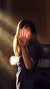 Фотография Рисованные Лучи света Руки Девушки
