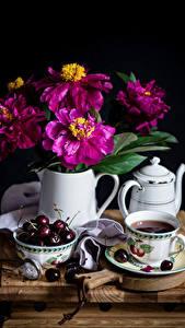Картинки Натюрморт Майоры Вишня Чайник Чай Черный фон Чашка Кувшин Цветы Еда