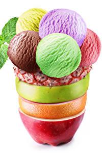 Фотографии Сладкая еда Мороженое Фрукты Белом фоне Шар Дизайна