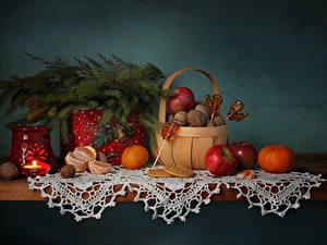 Картинка Рождество Натюрморт Свечи Мандарины Яблоки Леденцы Корзина Стола Ветвь Продукты питания