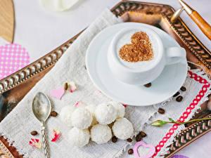 Картинки День святого Валентина Кофе Сладости Конфеты Чашке Зерно Сердечко Продукты питания