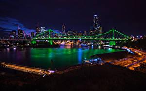 Картинка Брисбен Австралия Дома Реки Мосты Ночь Электрическая гирлянда Города
