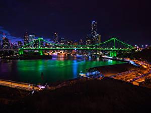 Картинка Брисбен Австралия Дома Реки Мост Ночь Электрическая гирлянда Города