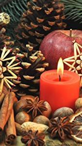 Фото Праздники Новый год Свечи Корица Орехи Бадьян звезда аниса Шишки