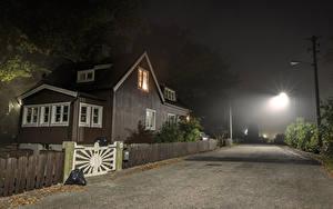Фотографии Швеция Стокгольм Дома Дороги Улица Ночь Уличные фонари Забор Города