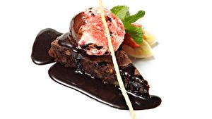 Фото Сладкая еда Мороженое Пирожное Шоколад Белым фоном Шарики Продукты питания