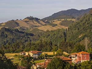 Фотографии Испания Дома Лес Холмов Sobrerriba Asturias Города