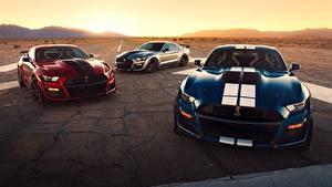 Фото Ford Втроем Полосатая Mustang Shelby GT500 2020 Машины