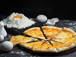 Фотографии Пицца Сыры Мука Яйца Продукты питания