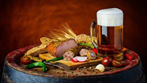 Фотография Натюрморт Пиво Ветчина Колбаса Хлеб Томаты Кружка Пене