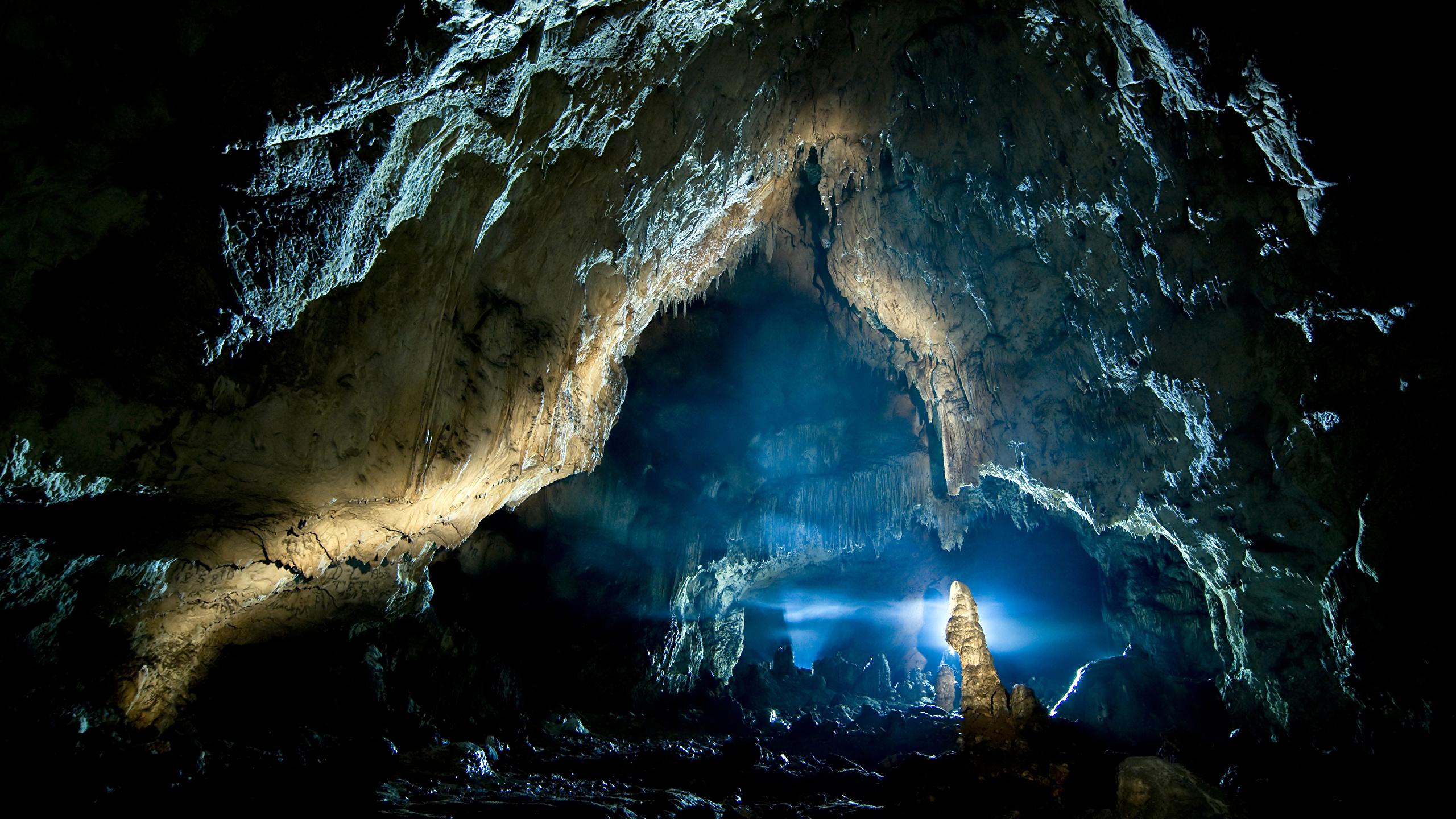 Фото Скала Пещера Природа 2560x1440 Утес скалы скале пещере пещеры