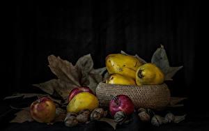 Обои Фрукты Яблоки Орехи Листва
