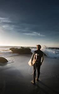 Обои Камень Рассветы и закаты Мужчины Серфинг Пляжа Спорт